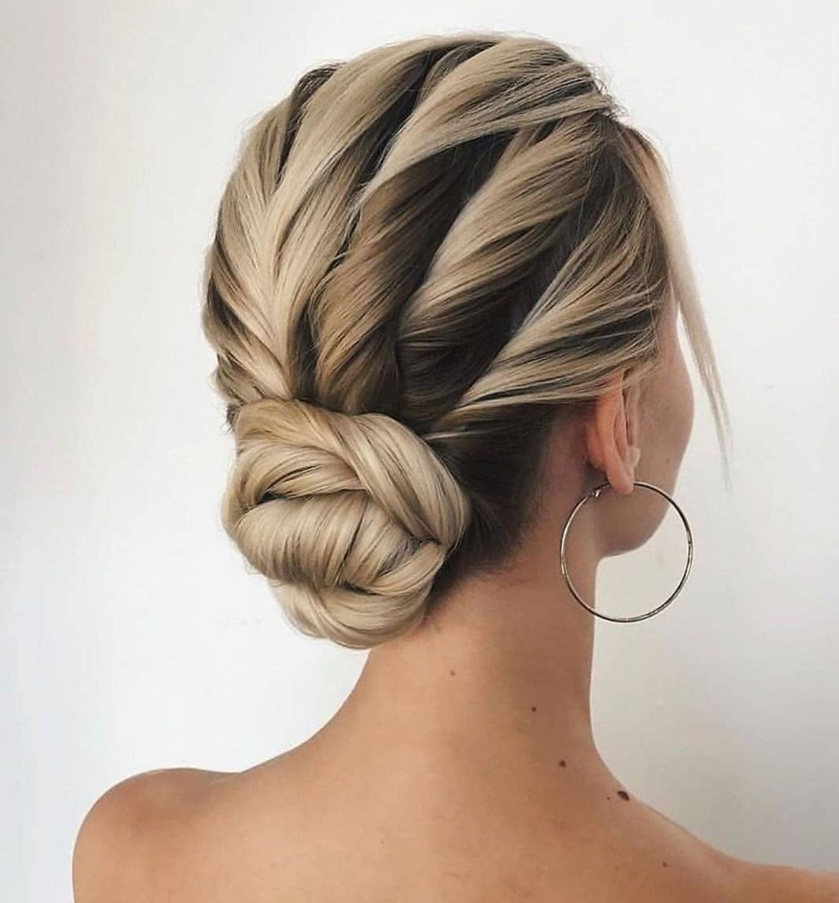 Elegant Wedding Hairstyle Idea: Image Uploaded By 𝒫𝒶𝓊𝓁𝒾𝓃𝒶. Find Images And Videos About