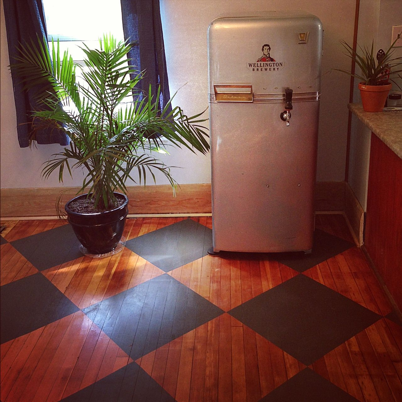 Checkered Kitchen Floor: Painted Checkered Wood Kitchen Floor, Retro Keg Fridge