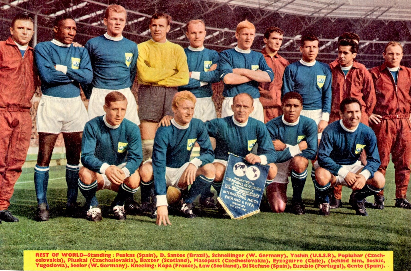 Rest Of World Xi Team Group At Wembley In 1963 Diana Mulher Maravilha Futebol Mulher