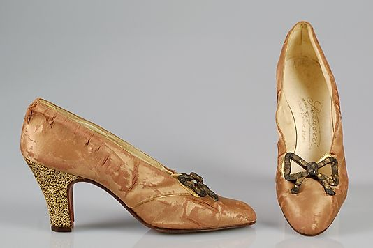 Evening pumps (1926)