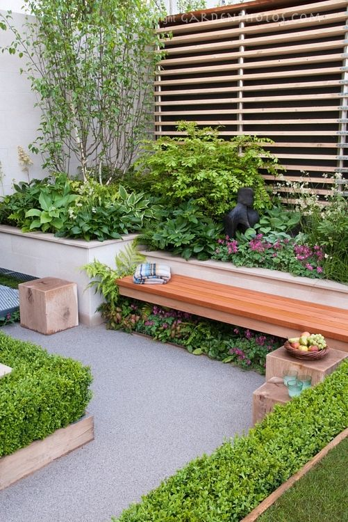 Banc De Jardin Et Mur Vegetal Garden Spaces Small Backyard Gardens Garden Beds