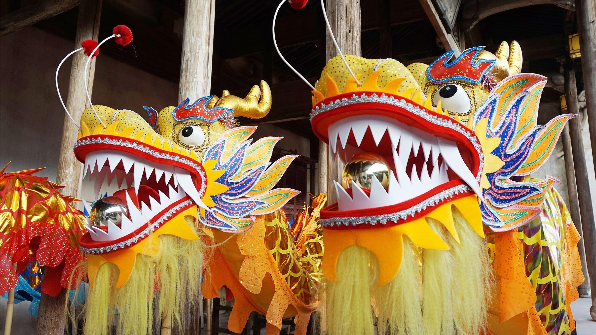 Disfraz que se lleva durante el Baile del Dragón, en China ...