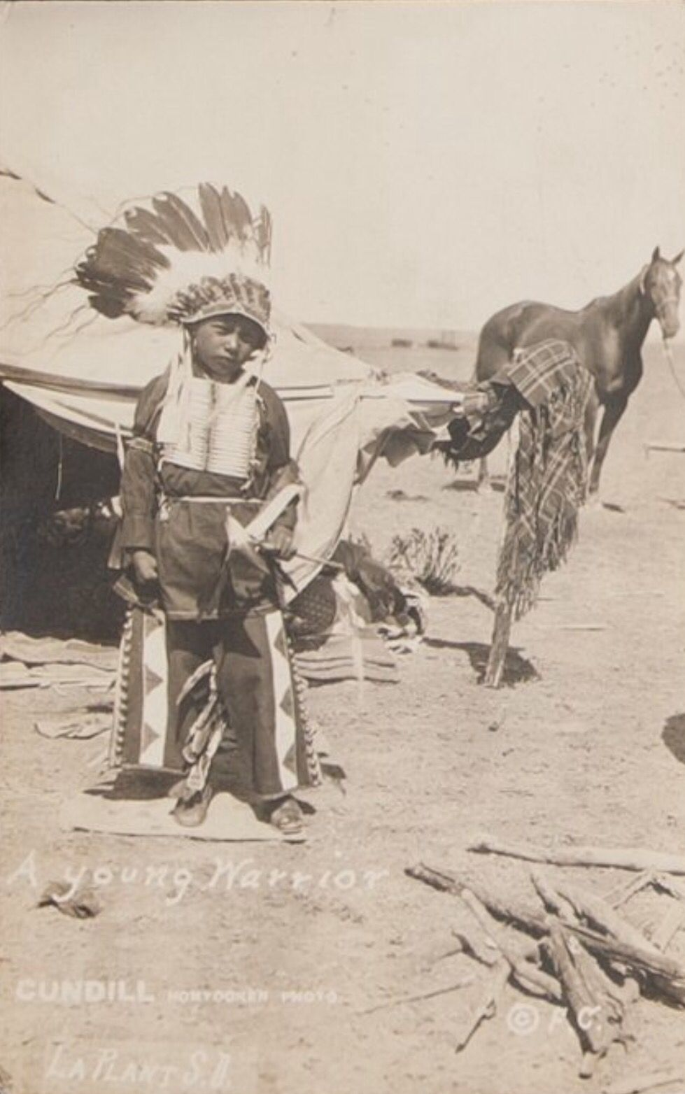 "Фотография из Резервации Пайн Ридж. Коллекция Rev. A. Fulton Johnson. ""American Indian, Pre-Columbian & Tribal Art Signature Auction"", Даллас. 10 мая 2013."