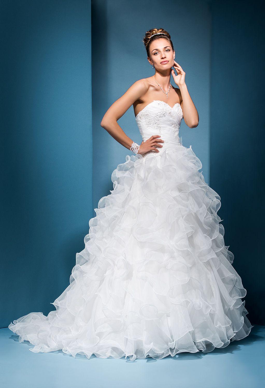 Robe de mariée Domino   Robes de mariée Collection 2018   Pinterest ...