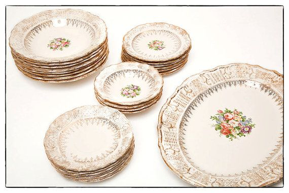 SALE Vintage Vogue Dinnerware Set of Porcelain Dishes - Washington Colonial Made in USA 22 Karat Gold- vestiesteam  sc 1 st  Pinterest & Vintage Vogue Dinnerware Set of Porcelain Dishes - Washington ...