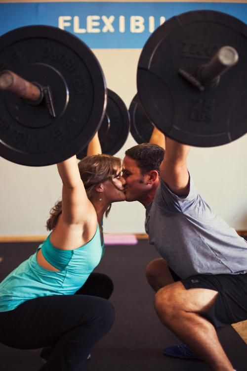 Awwww Kissing Crossfitters Workout Pictures Fitness Inspiration Crossfit Couple
