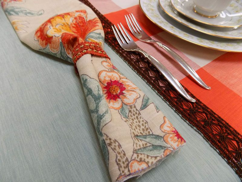 Learn how to set this modern place setting at LotsOFabric.com! Try vinyl in unexpected places, like the table runner. Small touches like cloth napkins and place mats go a long way to make a dinner special!