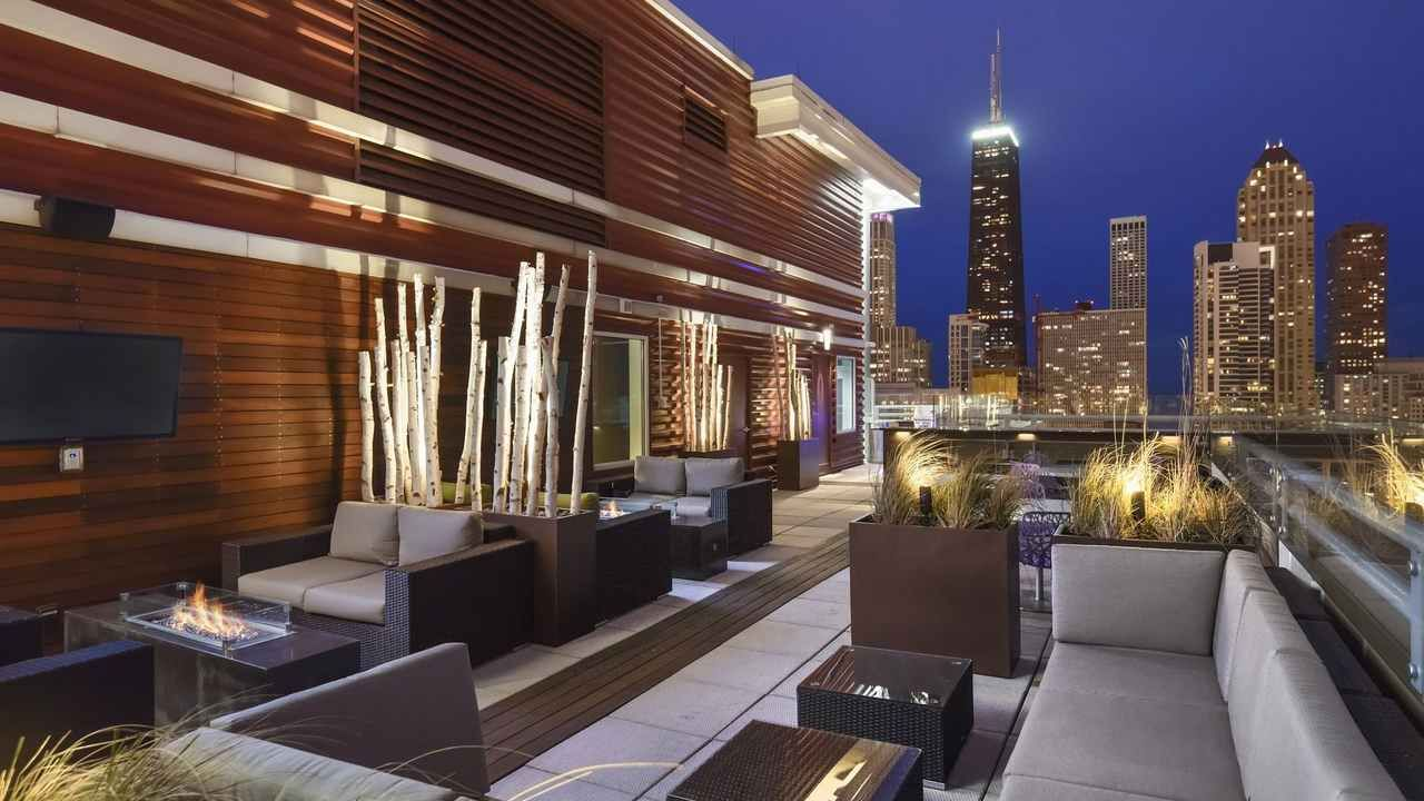 Downtown Chicago IL Luxury Apartments Chestnut Tower