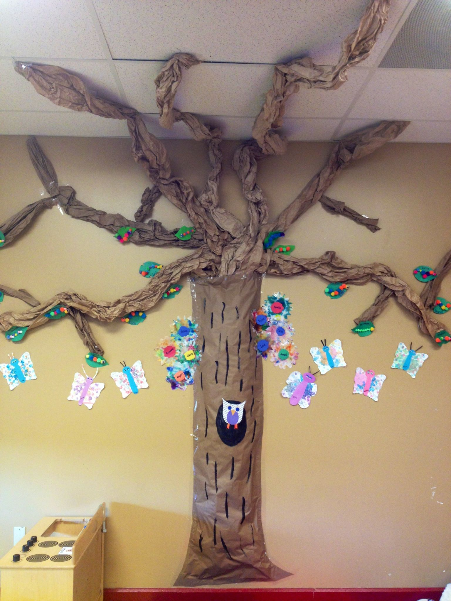 Classroom Tree We Made This With Newspaper And Brown Paper The Branches Are Scrap Brown Paper Classroom Tree Diy Classroom Decorations Classroom Decor Middle