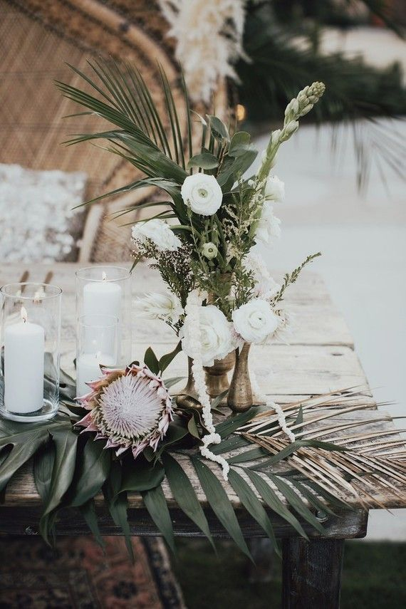Tropical earth tone Palm Springs wedding at Colony 29 | Wedding & Party Ideas
