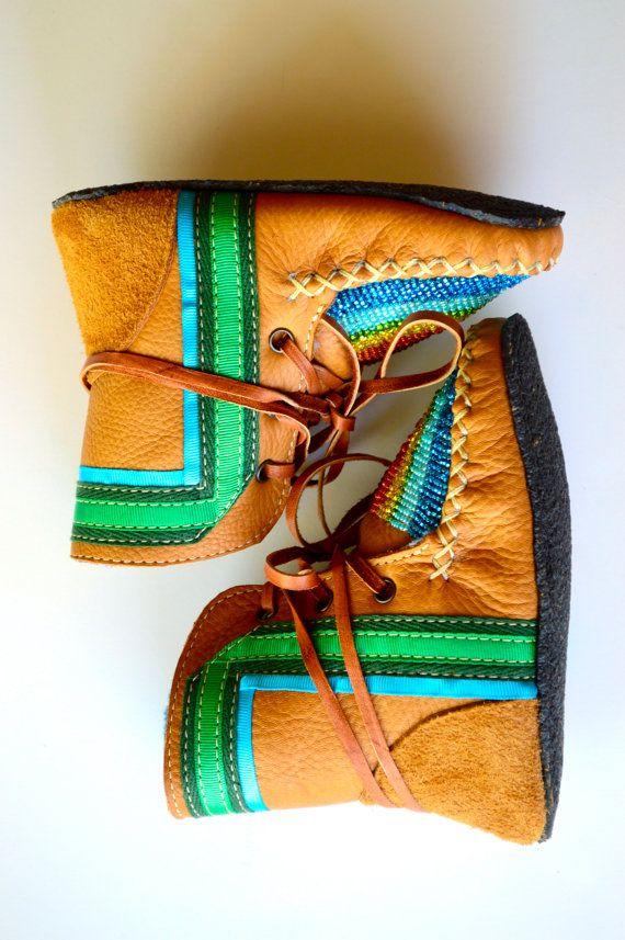Pin do(a) Manuel Pinho em babuxes crianca   Sapatos, Flores
