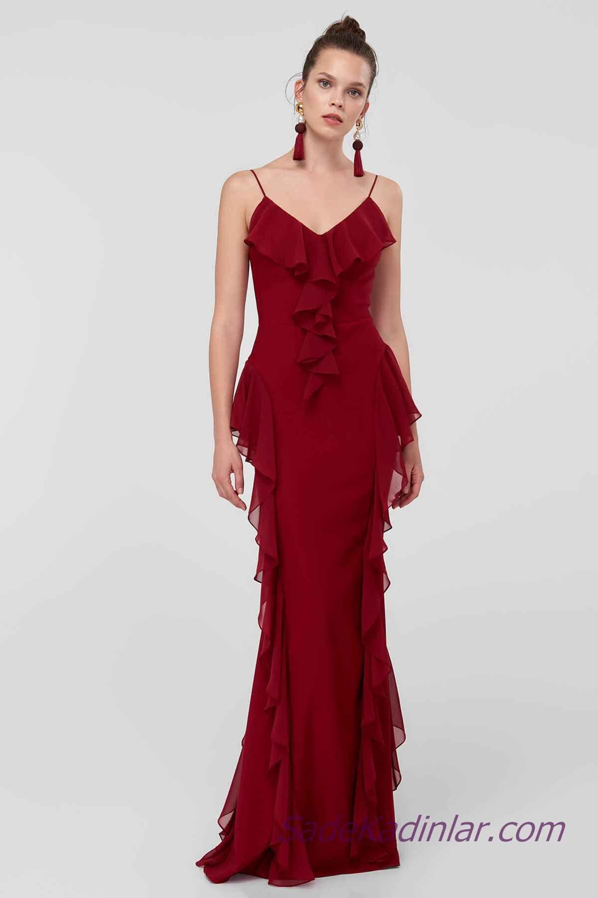 cbc8570c713e7 2019 Abiye Elbise Modelleri Bordo Uzun İp Askılı Yaka ve Yanlar Fırfır  Detaylı