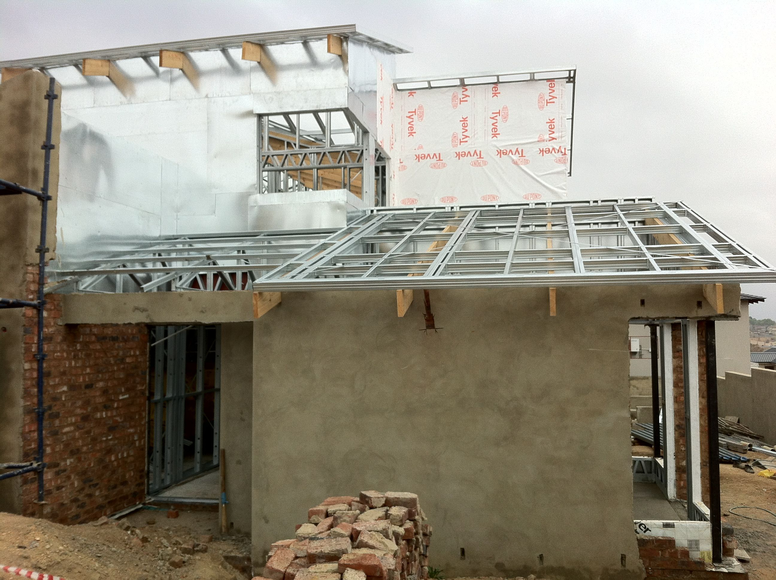 Steel Frame House Garage Roof Taking Shape 15 09 12