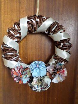 Koszorú virágokkal. Papírfonással, saját munka/Paper weaving, my own work