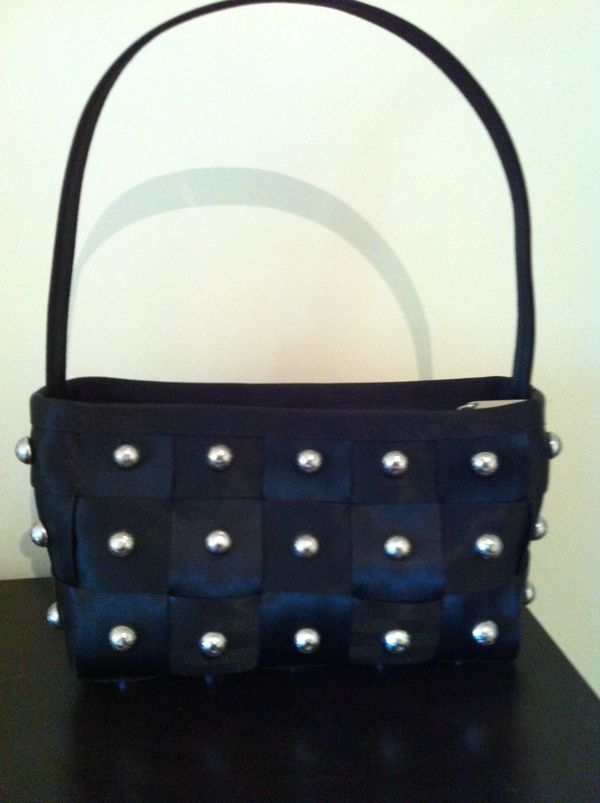 Harveys Seatbelt Bags ~ Studly Baguette  I have this one and LOVE it!