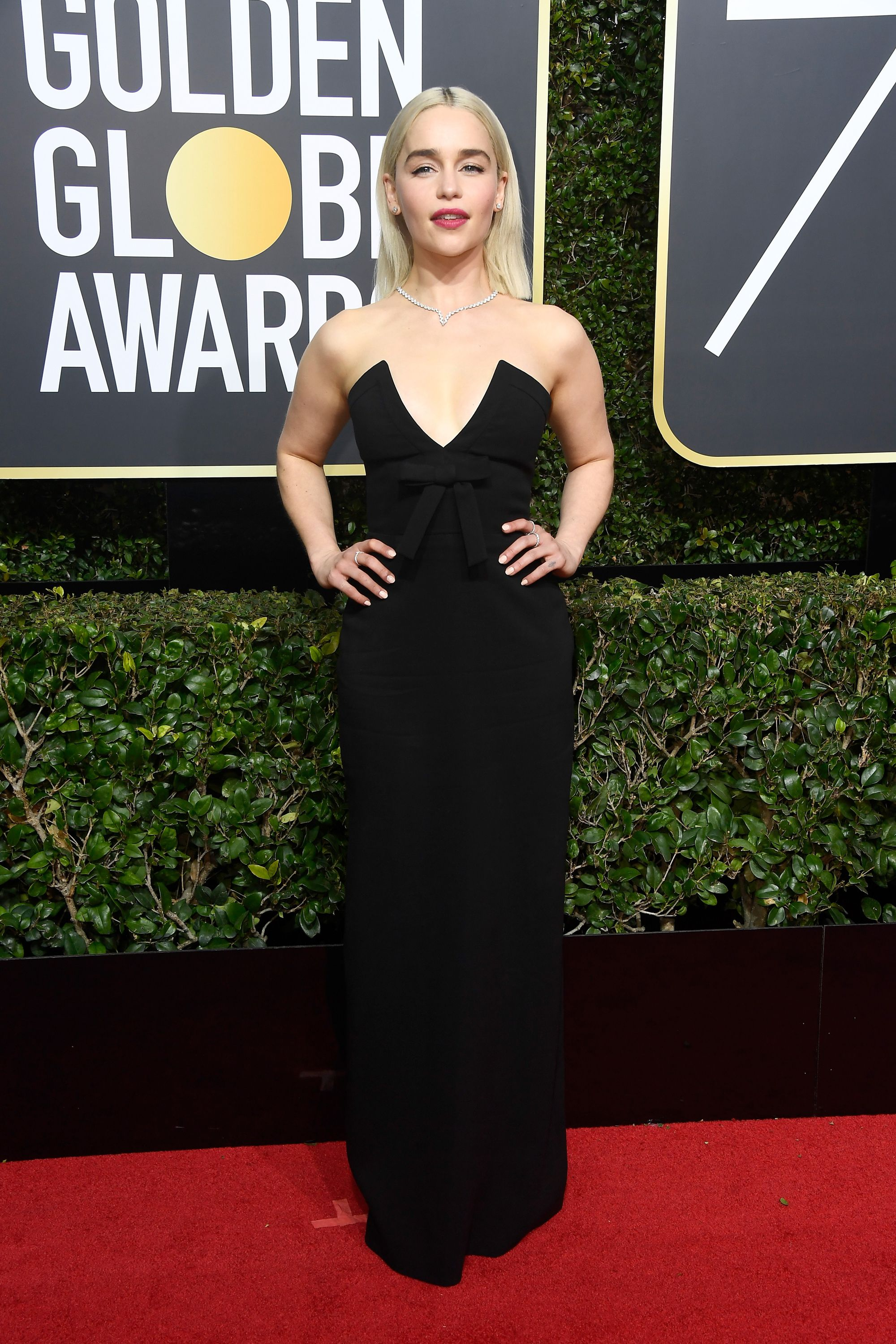 b097e267dee Emilia Clarke s Khaleesi-Blonde Hair Lit Up the Golden Globes Red Carpet
