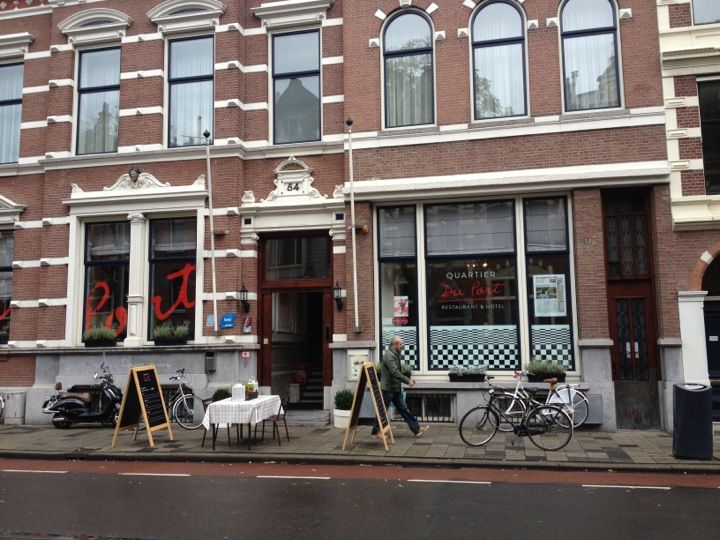 In the centre of Rotterdam you find Hotel Quartier du Port. The hotel just changed name (formerly known as Grand Hotel Philadelphia) and is established in three splendid renovated traditional buildings, during the 18th century this was used for a shipping office.