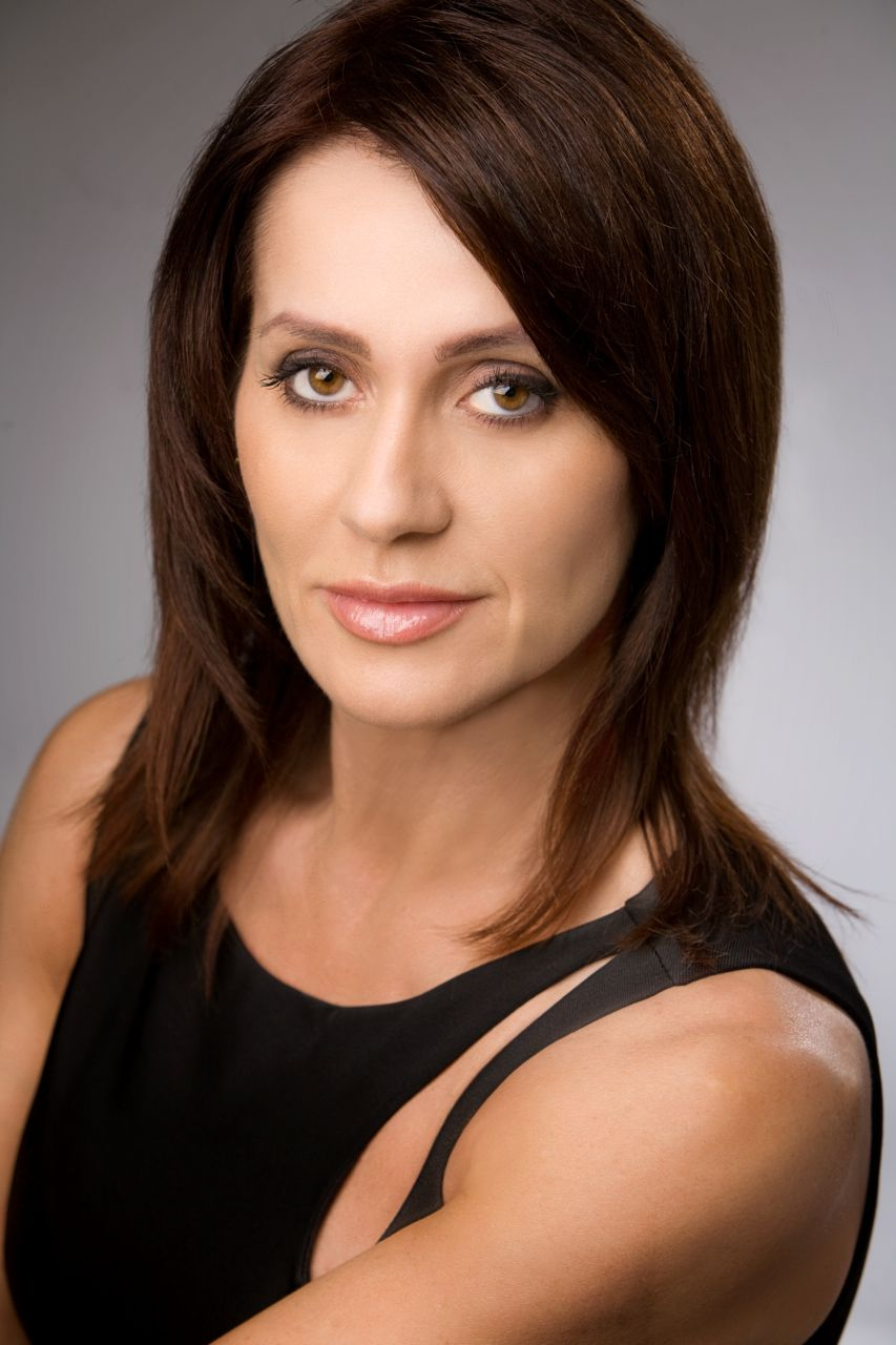 Photo of Nadia Comaneci and her 2018 classic make up style, products & tips