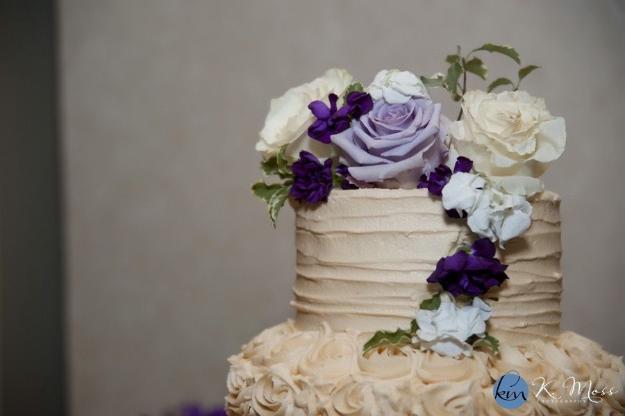 Wedding Cake beautifully decorated with flowers #weddingcakes #capriottiscatering