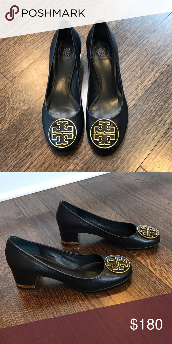 e623d7898 Tory Burch amy pump Elevated take on the classic ballet flat style. Made of  smooth leather with a medallion on it. Comfortable for the day or night.