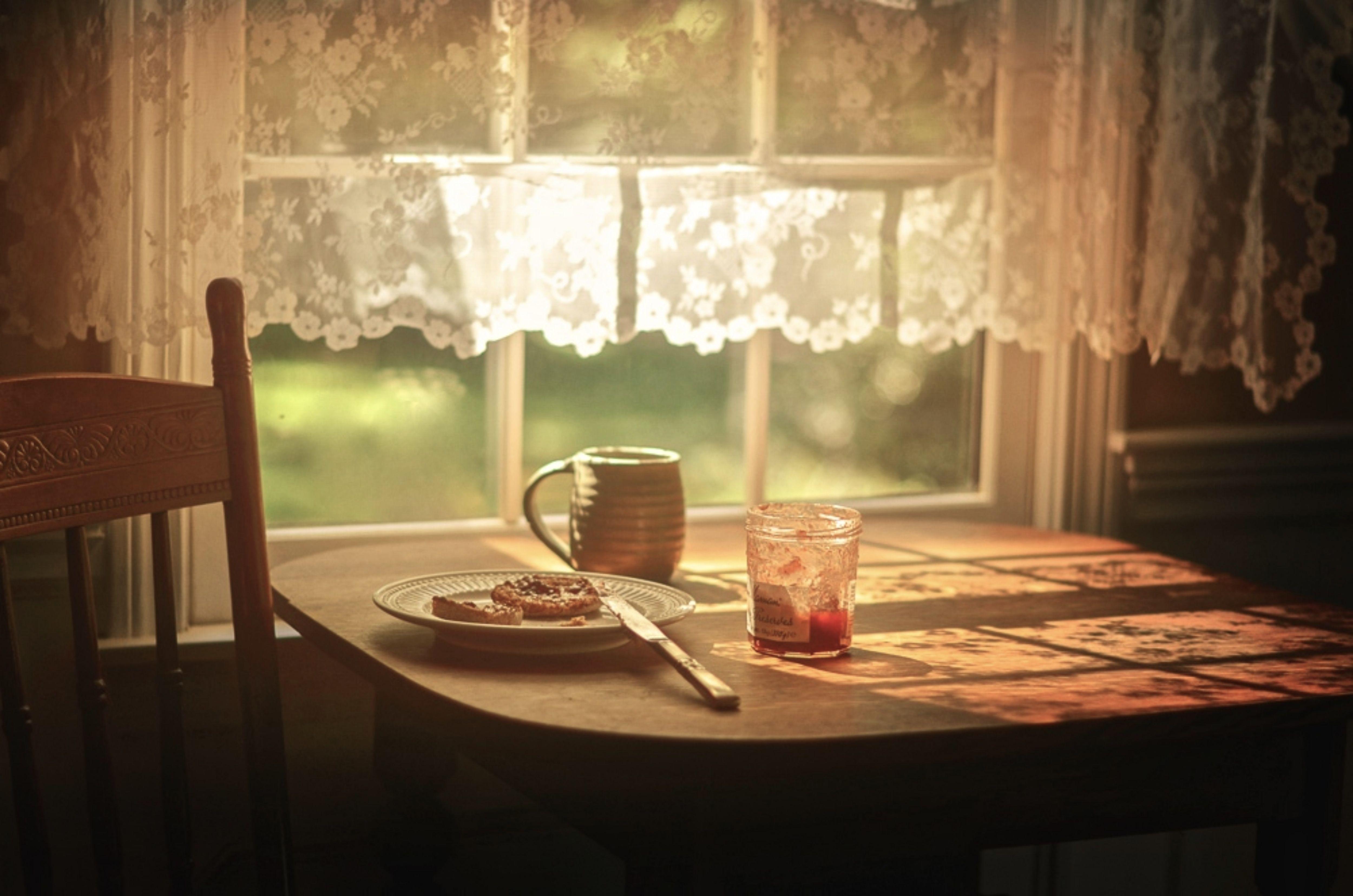 картинки солнечные комнаты с кофе на столе временем