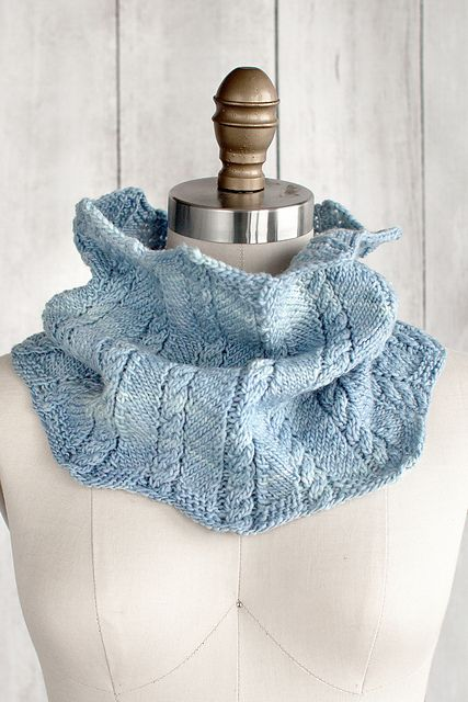 Zigzag Cable Cowl by Lisa R. Myers (free pattern on Ravelry)