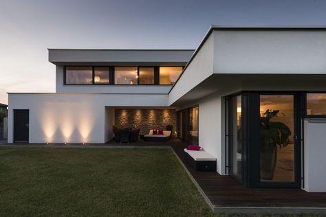 Hanghaus Einfamilienhaus Röthis modern Massivbau Moderne Architektur Haus L form modern Pool Galerie