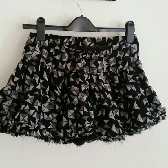 Topshop tutu mini skirt Cute Sexy tiered puffy mini skirt.Size 10 but will fit medium and large Topshop Skirts Mini
