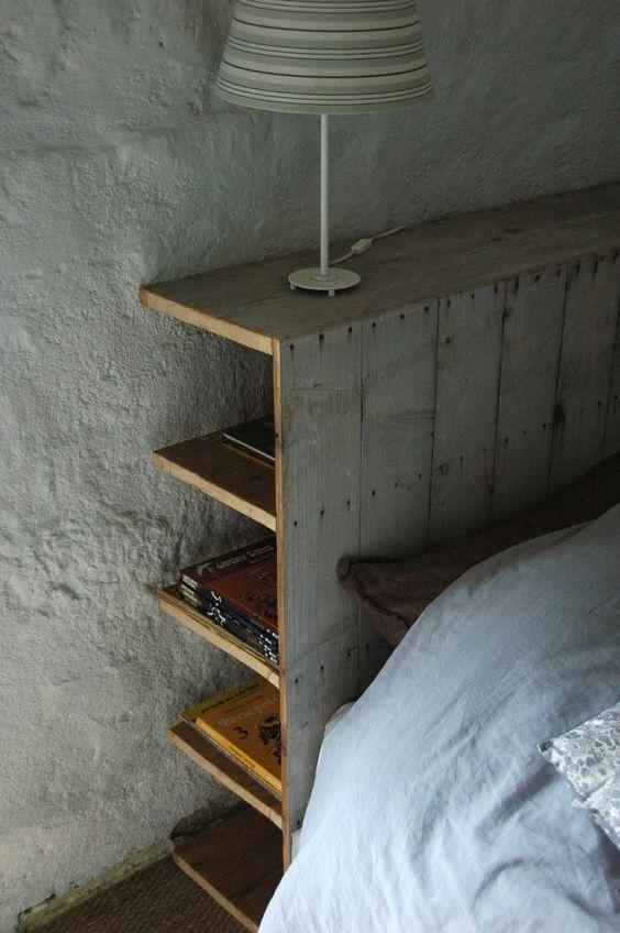cette t te de lit pratique permet de ranger quelques livres des rangements malins pour faire. Black Bedroom Furniture Sets. Home Design Ideas
