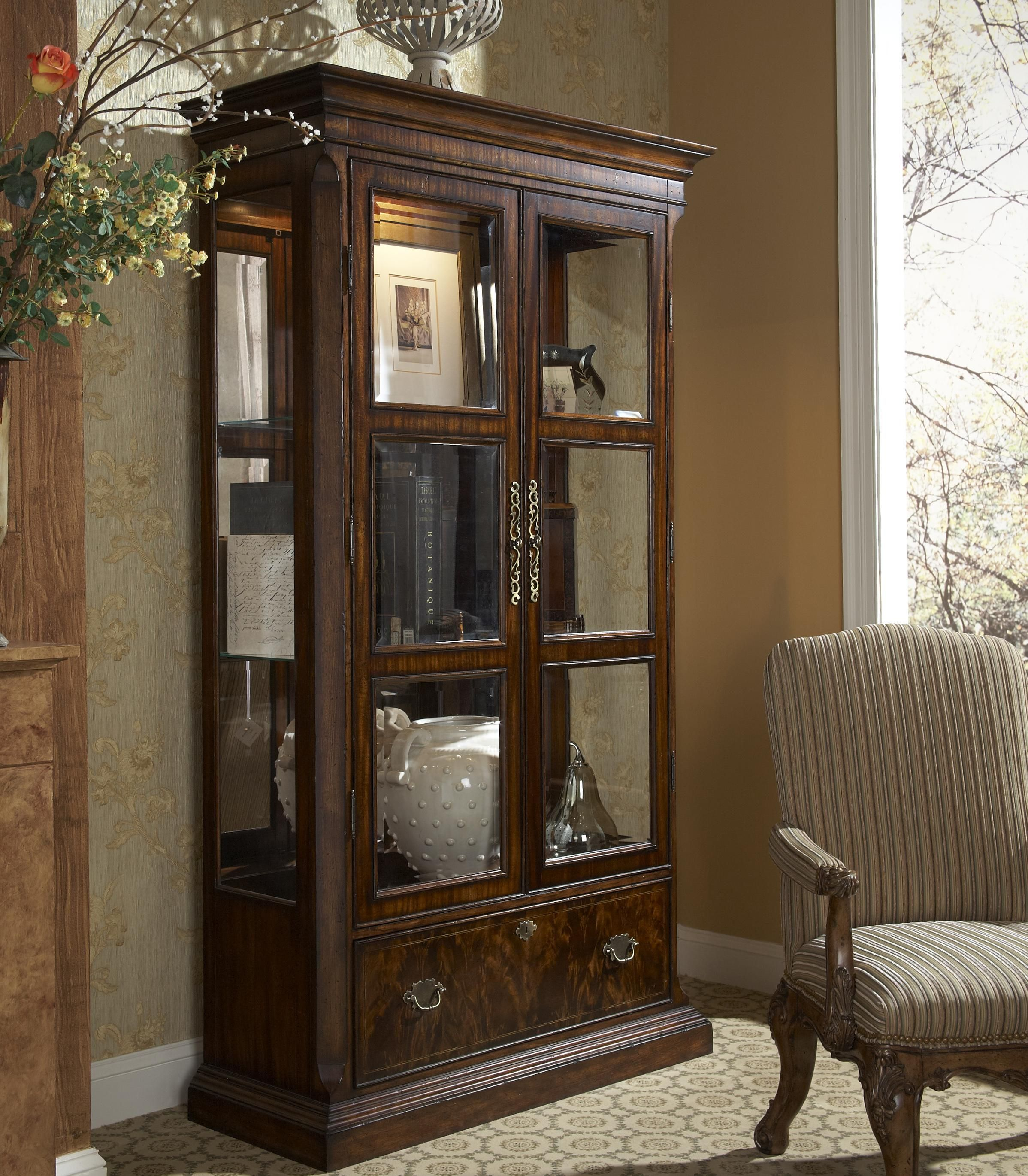 Charmant Hyde Park Traditional Curio China Cabinet By Fine Furniture Design   Alison  Craig Home Furnishings   Curio Cabinet Naples, Fort Myers, Pelican Bay, ...