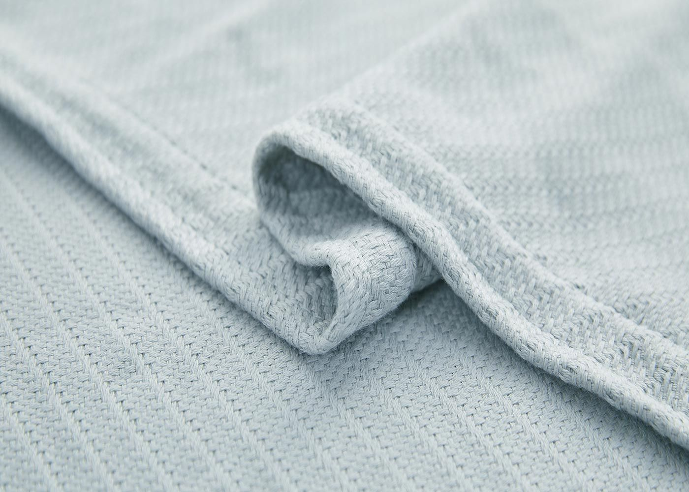 Photo of Luxurious Thermal Cotton Blanket in 3 Colors – Full/Queen / Sage