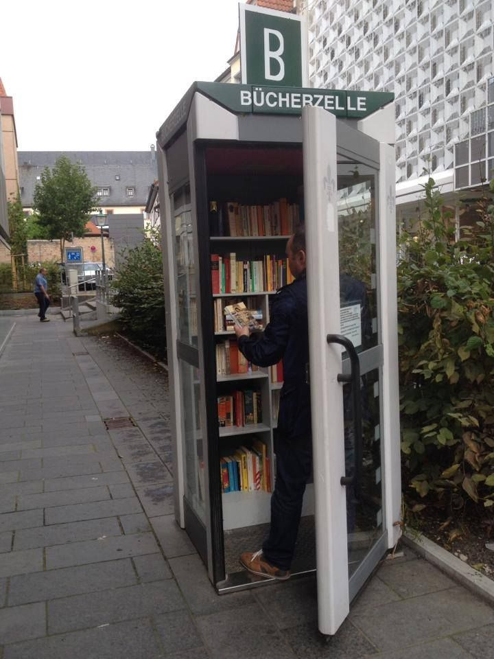 Cabine Telephonique Transformee En Bibliotheque Boite A Livres