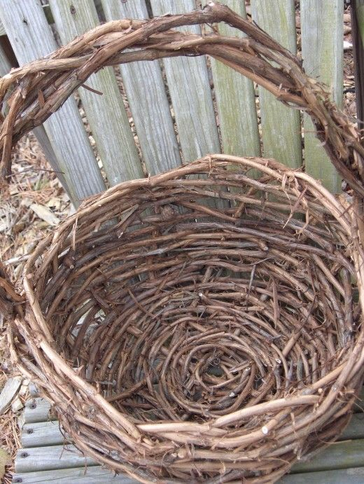 How To Make A Grapevine Basket Basket Weaving Grape Vines Basket