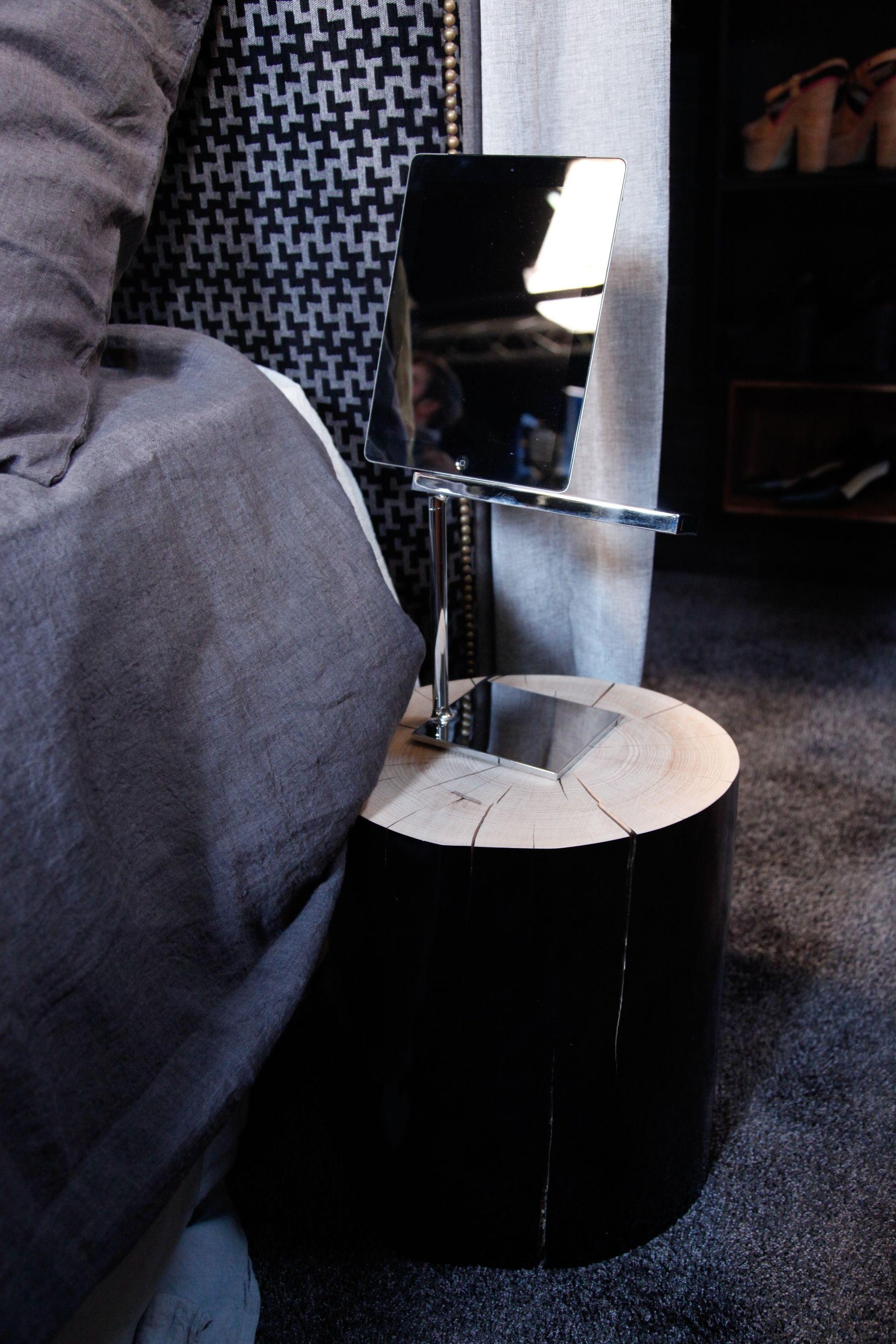 Chevet salle de lecture hall salon salon avec blanc de table de plumes - Table De Chevet En Tronc D Arbre Laqu Noir Gervasoni Tevadeco