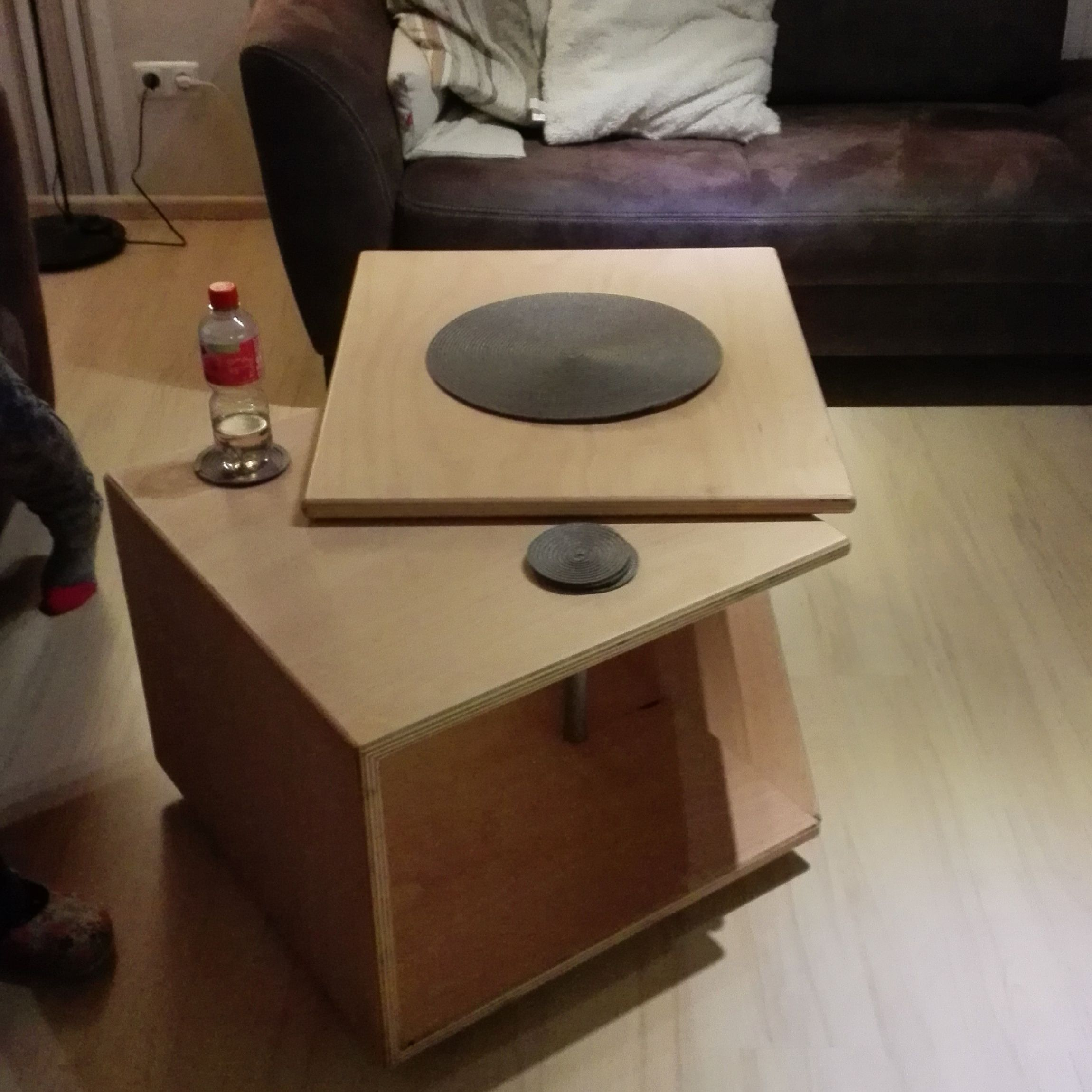 Wohnzimmertisch drehbar Bauanleitung zum selber bauen  Holzmbel  Pinterest  Tisch Holzmbel