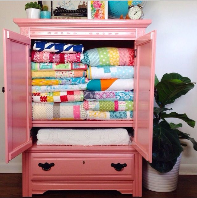 Quilt cabinet & Quilt cabinet | Quilts. Decorating Your Home | Pinterest | Quilt ...