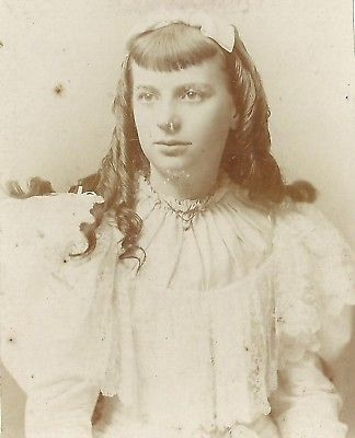 CABINET PHOTO LOVELY YOUNG VICTORIAN GIRL LONG LOCKS