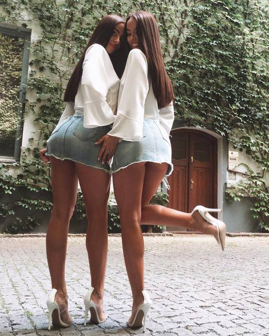 mini skirts and sexy legs — nita-xu:🍒 See more pictures 👸