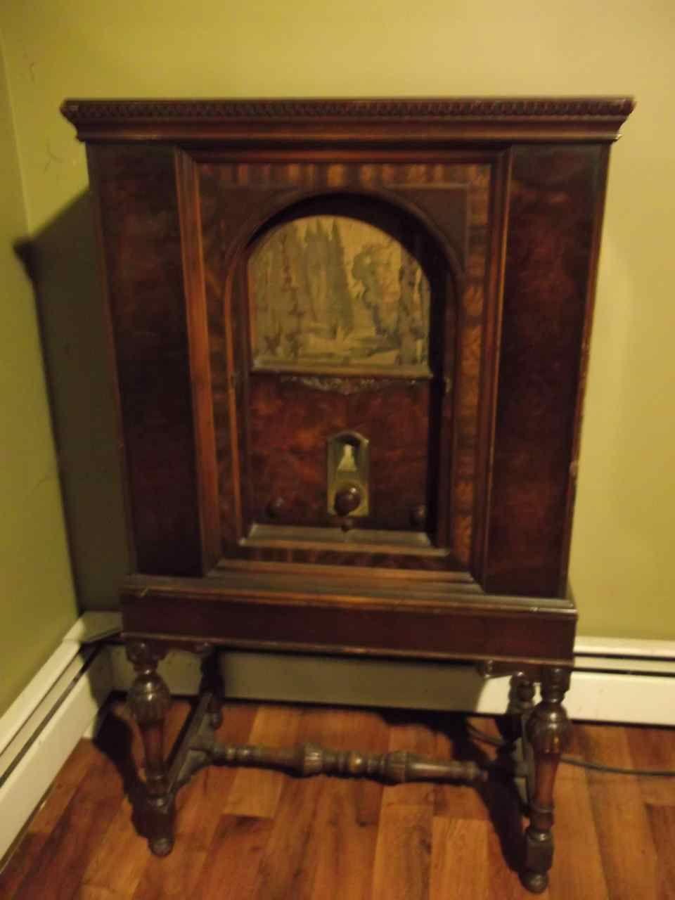 1940s Wooden Philco Radio Cabinet antique appraisal   InstAppraisal - 1940s Wooden Philco Radio Cabinet Antique Appraisal InstAppraisal