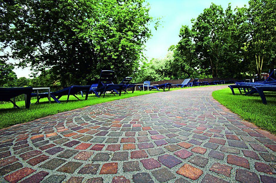 Terrassen- und Gartenwege verfugen -   wwwimmobilien-journal