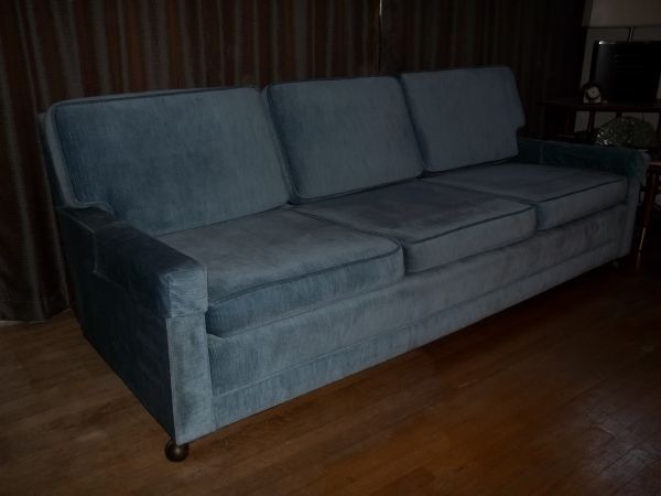 Craigslist Crushes Red White And Blue Items In Honor Of Veteran S Day Milo Baughman Sofa Red Dresser White Dresser