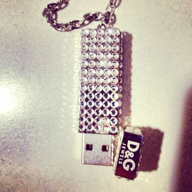 USB Pendrive by D