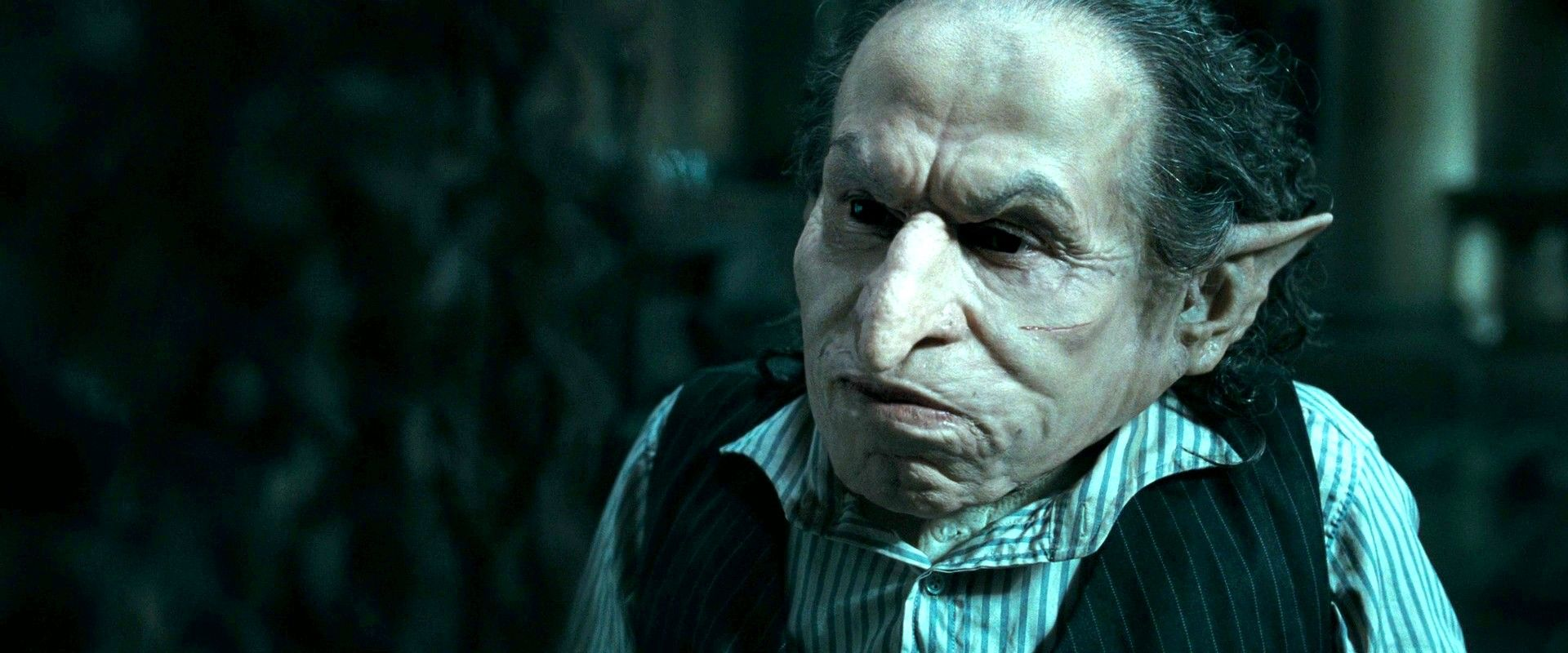 Warwick Davis Harry Potter And The Deathly Hallows Part 1 2010 Jpg 1920 800 Warwick Davis Warwick Davis Harry Potter Deathly Hallows Part 1