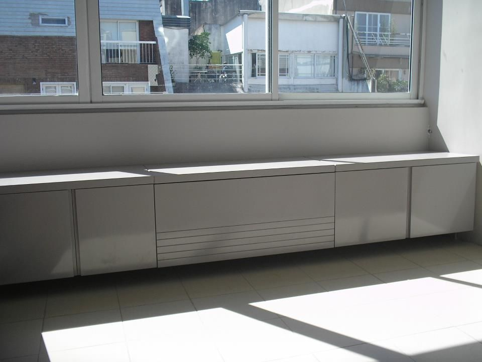 Mueble bajo ventana laqueado living pinterest for Muebles bajos dormitorio para adultos
