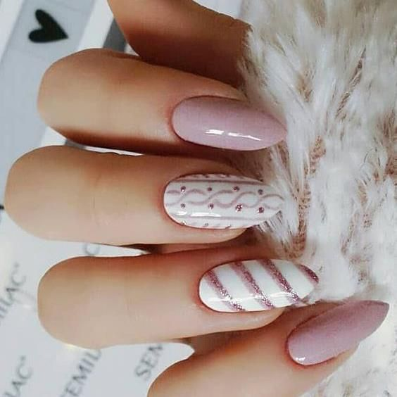 Laca de uñas rosa transparente