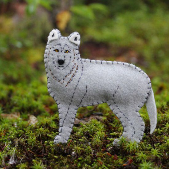 Create this felt wolf ornament with this free printable PDF pattern
