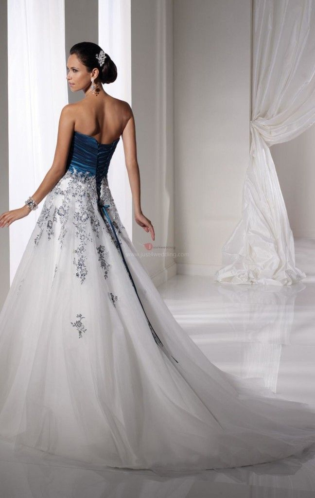 Silver Wedding Dress Ideas : Tall white and blue wedding dress: the back of a gorgeous gown