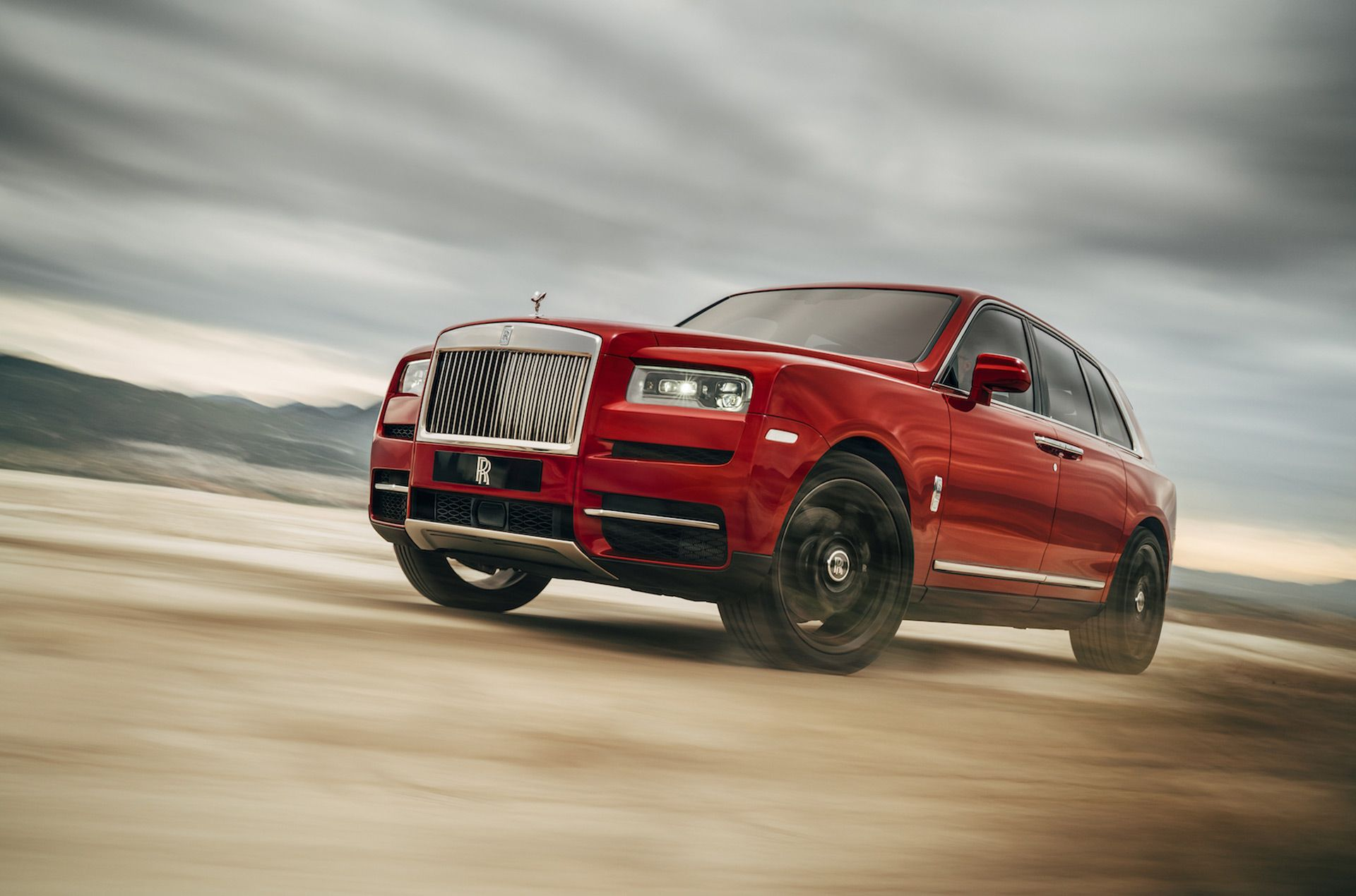2019 Rolls Royce Cullinan ultra luxury SUV revealed