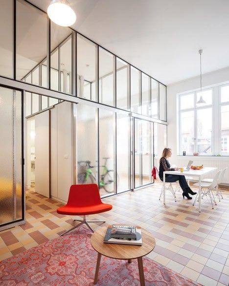 Ancienne Ecole Transformee En Habitations Par Lieven Dejaeghere Interieur D Appartement Interieur Minimaliste Design