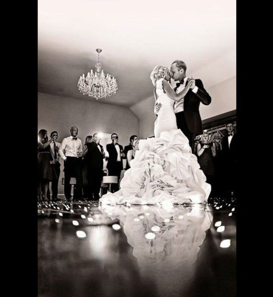 Must Have Wedding Picture List: 12 Romantic Wedding Photos You Absolutely Must Get (You'll